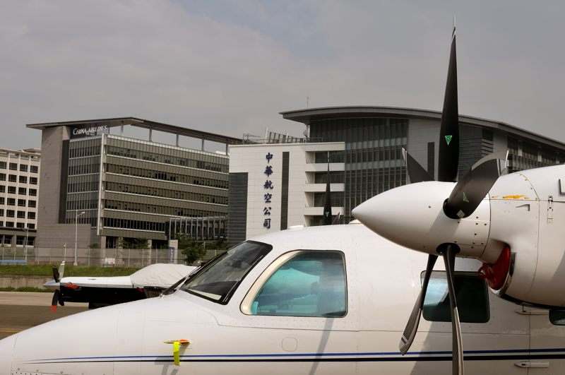 091213 N50ET on the business aviation ramp at Taoyuan